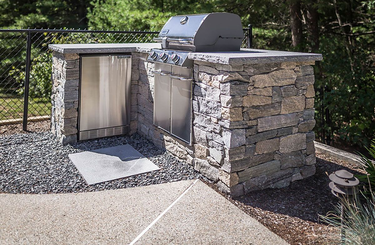 stone veneer outdoor kitchen