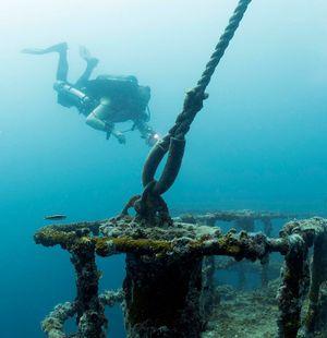 TDI-Diver-Exploring-Wreck-Photo-2.jpg
